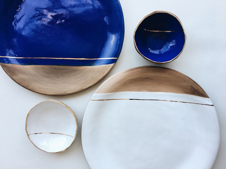 plates, julia pilipchatina, tableware, clay dishes, interiors blog, black plates, wooden plates, bechance plates, blu plates