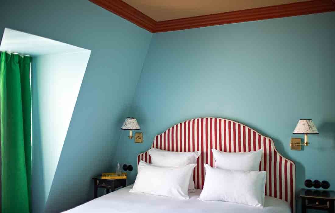 hotel le deux gares, hotel paris, hotel luke edward hall, luke edward hall paris, luke edward hall parigi, blog interni, interni strisce, interni rosa, pink interior, best hotel gare, plusdeco blo, +DECO, best hotel paris 2020